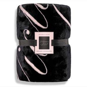 NWT Victoria's Secret Script Logo Sherpa Blanket